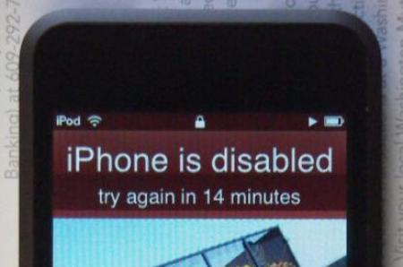 Apple iPodn Touch showing iPhone error message